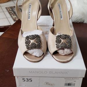 Manolo Blahnik size 38 champagne heels